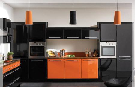 Чёрная столешница и фартук для оранжевой кухни кухня столешница на каркасе